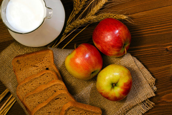 milk-bread-apples-590x394jpg